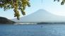 湖と富士山の写真素材01
