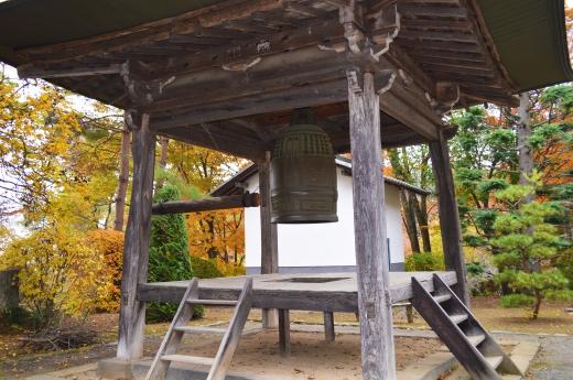 お寺の鐘の写真素材01