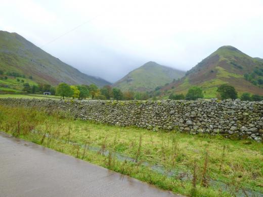 イギリスの伝統的な石垣の写真素材