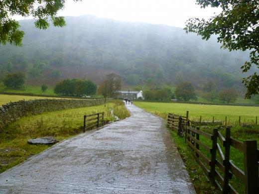 イギリスの田舎道の写真素材