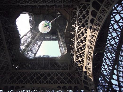 エッフェル塔の真下からの眺め写真素材