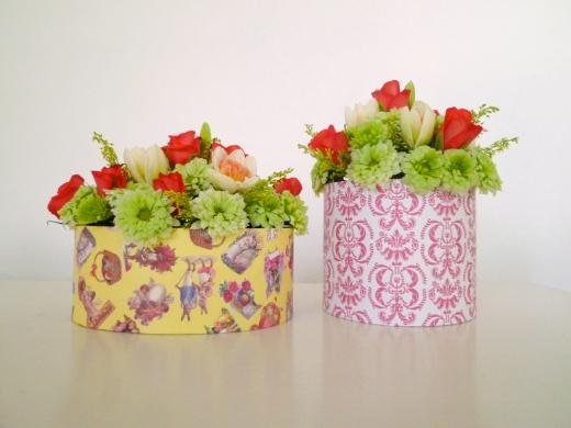 テーブル上の花の写真素材01