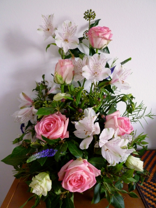 テーブル上の花の写真素材02