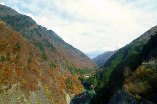 紅葉の谷の写真素材