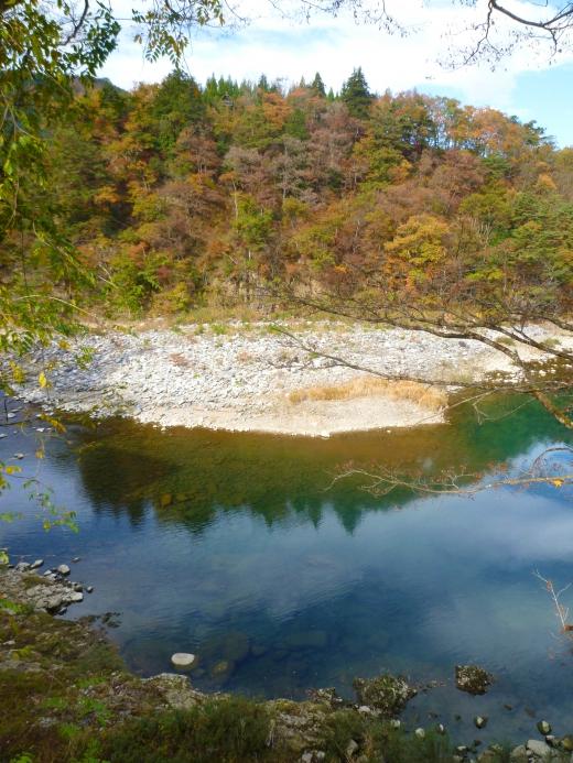 田舎の秋の川の写真素材