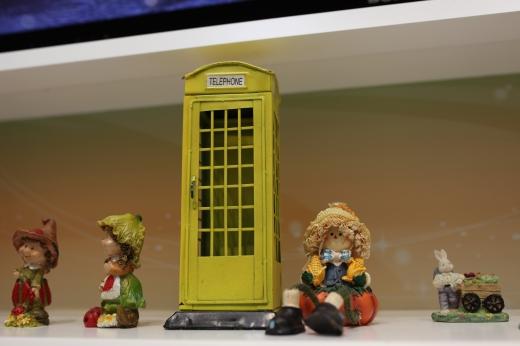 電話ボックスのオブジェの写真素材